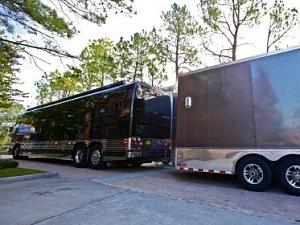 Click image for larger version  Name:HCELM101_Zac-Brown-motor-home-exterior-4005_s4x3_lg.jpg Views:120 Size:24.8 KB ID:3409