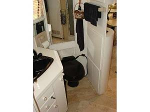 Click image for larger version  Name:1982 Newell Throne Pic.jpg Views:118 Size:24.6 KB ID:3205